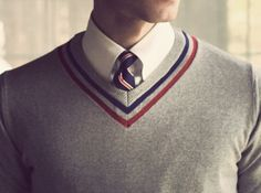 He doesn't identify himself by the style of clothes he wears or the type of music he listens to. He understands that clothing is just costume. Mens Fashion Blog, Fashion Moda, Look Fashion, Fashion Design, Knit Fashion, Fashion Clothes, Preppy Mode, Preppy Style, My Style