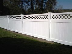 Vinyl Privacy Fence with Lattice Top