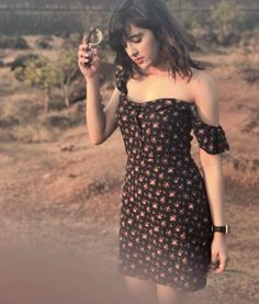Shirley Setia is an indo Kiwi Singer. Hindustan Times and Forbes featured Setia as Bollywood's Next Big Singing Sensational. Bollywood Celebrities, Bollywood Fashion, Bollywood Actress, Indian Celebrities, Stylish Girls Photos, Stylish Girl Pic, Cute Girl Pic, Cute Girls, Shirley Setia