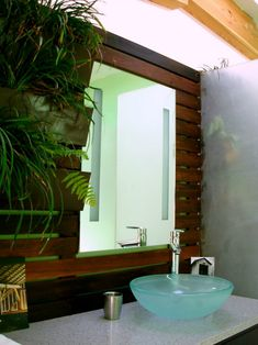 Bathroom with Plants 16