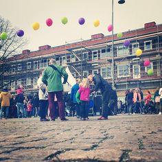 Idag firar #kyrkbytorget 60 år och #göteborgslokaler anordnar ett jätteroligt event med hoppborg, cirkus och #ballonger! Välkomna ut till #hisingenftw #jätteballonger