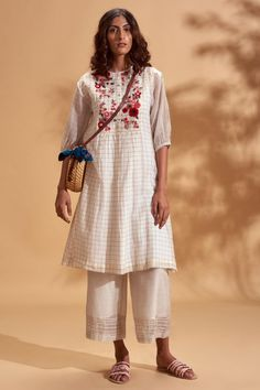 Kurti Styles, Simple Living, Designer Wear, Bohemian, Tunic Tops, Floral, How To Wear, Kurtis, Shopping