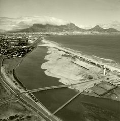 Stunning Nostalgic Cape Town Pics - Cape Town is Awesome Old Pictures, Old Photos, South African Air Force, Le Cap, Cape Town South Africa, Central City, Travel Brochure, Most Beautiful Cities, Africa Travel