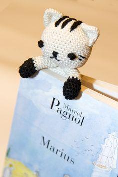Marque page chat amigurumi, réalisé au crochet. Vous le retrouvez sur http://chrisboutique.alittlemarket.com