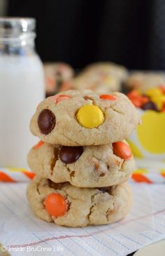Peanut butter cookies filled with Nutter Butter's and Reese's Pieces are what your cookie jar wants today. Reese's Pieces Cookies, Cake Mix Cookies, Cupcakes, Easy Peanut Butter Cookies, Peanut Butter Recipes, Yummy Drinks, Delicious Desserts, Chocolate Biscuits, Cookie Time
