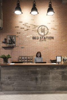 BED STATION HOSTEL Hotel Room Design, Room Interior Design, Modern Bedroom Design, Modern Design, Hotel Reception, Reception Rooms, Capsule Hotel, Chandeliers Modern, Design Commercial