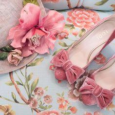 8a8cf67e281 Pink velvet obsession 💘 😍 Encuentra estos Lodi Kimberly en el link de la  BIO #lovestory #lovestorynovias #zapatosparanovia #zapatosdenovia  #brideshoes ...