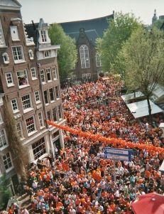 Perdersi nel delirio di Amsterdam durante la festa della regina (Koninginnedag) 1 maggio - Netherlands