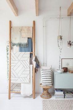 Holzleiter als Wäscheständer. Foto via Avenue Lifestyle.