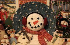 Straw hat snowman wreath.