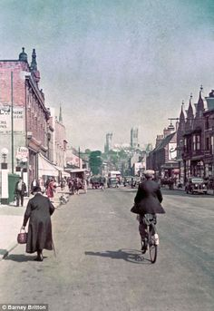 Long-Lost Color Photos from 1939 Reveal Life in England on the Brink of WWII - My Modern Metropolis Lincoln England, Lincoln Uk, Colorized History, Lincoln Cathedral, Vintage Soul, Urban Life, English Countryside, Second World, Vintage Photographs