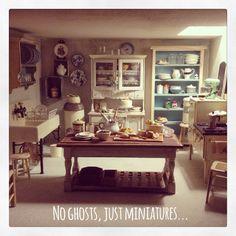 2smartminiatures: Halloween Dollhouse Fun