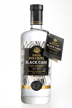 Originally from Guadeloupe, BOLOGNE rums reveal an unprecedented new white rum available in a limited edition, and LINEA agency has been entrusted for the creation of its packaging. This is the BLACK CANE Cuvee, the first agricultural rum made from 100% B…