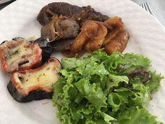 Berinjela com queijo bife e uns pedacinhos de mandioca para o almoço atrasado de sábado! . Para mais 23 receitas low-carb grátis acesse o link da minha bio ( http://ift.tt/29YBk7P ) . . #senhortanquinho #paleo #paleobrasil #primal #lowcarb #lchf #semgluten #semlactose #cetogenica #keto #atkins #dieta #emagrecer #vidalowcarb #paleobr #comidadeverdade #saude #fit #fitness #estilodevida #lowcarbdieta #menoscarboidratos #baixocarbo #dietalchf #lchbrasil #dietalowcarb