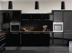 The Better of high gloss kitchen cabinets — Design Roni Young Black Gloss Kitchen, High Gloss Kitchen Cabinets, Modern Kitchen Cabinets, Black Cabinets, Kitchen Units, Painting Kitchen Cabinets, Kitchen Cabinet Design, Modern Kitchen Design, Kitchen Interior