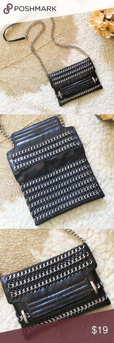 Zara faux leather chain link purse Preowned in excellent condition, Zara faux leather chain link cross body. Zara Bags