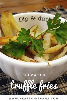 We perfected the art of homemade french fries, and took them to new heights! Best Side Dishes, Side Dish Recipes, Make Ahead Appetizers, Appetizer Recipes, Vegetarian Dinners, Vegetarian Recipes, Truffle Fries, Homemade French Fries, Healthy Gluten Free Recipes