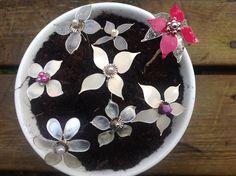 Blomster laget av streng og neglelakk