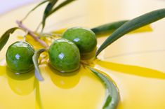 Cold pressed olive oil from the freshly picked berries is a light green to deep-yellow color, depending on the maturity. Green olives yield greenish, bitter, and pungent oil, while black fruits can… Cleopatra Beauty Secrets, Diy Beauty Secrets, French Beauty Secrets, Beauty Hacks, Beauty Tips, Beauty Products, Beauty Makeup, Hair Beauty, Olives