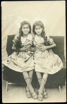 The Mexican Twins (joigned together by a band of flesh) Mary and Arrita (real photograph postcard, ca. They were born in Mexico. Vintage Twins, Vintage Circus, Vintage Children, Vintage Pictures, Old Pictures, Old Photos, Conjoined Twins, Vintage Magazine, Human Oddities
