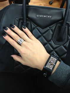 Givenchy quilted bag and dark nails. Handbag Accessories, Fashion Accessories, Mode Chanel, Fashion Essentials, Black Nails, Fashion Beauty, Women's Fashion, Fasion, Purses And Bags