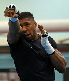 Hitting the target Antony Joshua, Professional Boxing, Sports Celebrities, Workouts For Teens, K 1, Boxing Workout, Sport Man, Boxers, Cartoon Art