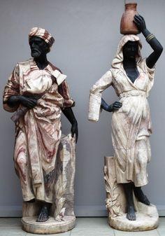 Casal de Mouros, esculpidos vários tons de mármore. 46 cm diâmetro x 180 cm altura o maior.