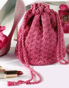 Crochet Handbags Little Bag Crochet - Sweet Dreams Fulfilled - this reminds me of Hermione's red bag in Harry Potter and the deathly hollows it looks too small to hold everything it did magic is so cool. Crochet Drawstring Bag, Bag Crochet, Crochet Shell Stitch, Crochet Gratis, Crochet Handbags, Crochet Purses, Filet Crochet, Cute Crochet, Crocheted Bags