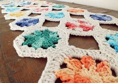 Ravelry: Granny's Tablerunner pattern by Betina Juchem Clemens Granny Square Crochet Pattern, Crochet Flower Patterns, Crochet Stitches Patterns, Crochet Squares, Granny Squares, Crocheting Patterns, Crochet Granny, Irish Crochet, Crochet Ideas