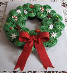 It seems everyone likes to make these cupcake wreaths for Christmas. They are a lot of fun and fairly easy. I added fondant accents on it, along with a large fondant bow. Thank you for looking and Merry Christmas!