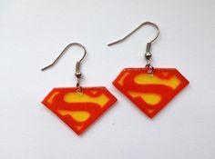 Superman Earrings Diy Jewelry, Jewelry Making, Unique Jewelry, Superman Love, Teen Programs, Shrinky Dinks, Shrink Plastic, Piercings, Drop Earrings