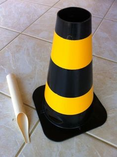 Cone de sinalização e cano de entrada do coletor