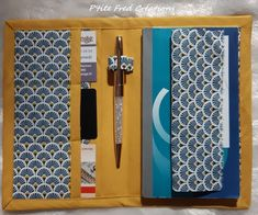 Tuto door checkbook homemade It takes: 2 coupons fabric, fusible, bias * outer fabric: – 1 rectangle 26 cm x 20 cm Coin Couture, Couture Sewing, Diy Bags Purses, Elie Saab Fall, Creation Couture, Fitness Gifts, Made Clothing, Atelier Versace, Beautiful Patterns