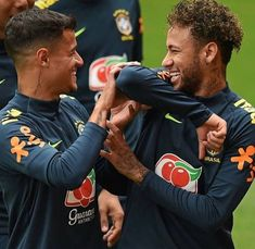 Coutinho & Neymar Soccer Boys, Football Boys, Football Players, Coutinho Wallpaper, Brazilian Soccer Players, Gabriel Jesus, Neymar Jr Wallpapers, Neymar Pic, Football Pictures
