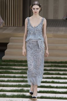 A look at the Chanel Spring 2016 Couture dress that Daisy Ridley wore to tonight's Oscars