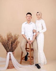 Pre Wedding Poses, Pre Wedding Shoot Ideas, Pre Wedding Photoshoot, Couple Photoshoot Poses, Wedding Inspiration, Wedding Photography List, Muslimah Wedding, Wedding Planer, Foto Wedding