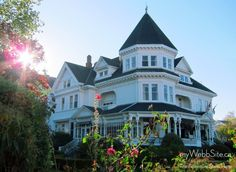 the gatsby manor Victorian History, Victorian Homes, Victorian Era, Exterior Design, Interior And Exterior, Gatsby House, Chandler House, Grand Homes, Brick And Stone