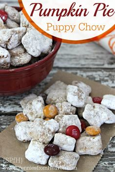 Everyone loves a good puppy chow recipe, and this pumpkin pie flavor aims to please! Fun to make with the kids and the perfect treat for Fall or Halloween classroom parties! You won't believe how easy it is to Mini Desserts, Fall Desserts, Delicious Desserts, Dessert Recipes, Yummy Food, Christmas Desserts, Fall Snacks, Snacks Für Party, Fall Treats
