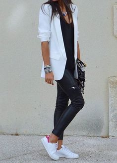 black and white blazer outfit casual Mode Outfits, Fall Outfits, Summer Outfits, Fashion Outfits, Blazer Outfits Casual, Business Casual Outfits, Work Casual, Casual Looks, Mode Bcbg