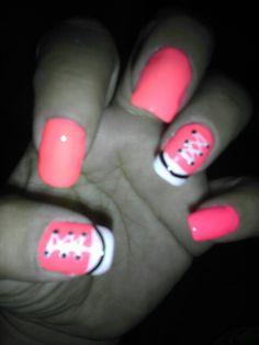 Converse nail design that I love! Converse Nails, Shoe Nails, Pink Converse, Fingernail Polish Designs, Toe Nail Designs, Fabulous Nails, Amazing Nails, Bella Nails, Nail Mania