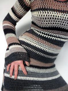 Vaatteiden virkkaamisessa   on tylsintä,   että samanlaisia   kappaleita pitäätehdä kaksi.           Ei huvittanut teh... Crochet Skirts, Crochet Tunic, Crochet Clothes, Crochet Hooks, Knitting Patterns, Crochet Winter, Crochet For Boys, Yarn Needle, Crochet Dresses