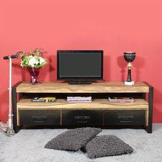 Choisissez un meuble industriel de qualité avec ce meuble tv en métal noir et bois massif d'acacia. Le bois d'acacias est un bois exotique foncé et dense. Il ne bouge pas et est très robuste. Il s'allie parfaitement avec le métal noir et réchauffant son aspect froid. Les rangements du meuble tv vous seront pratiques. Les 3 tiroirs vous permettront de stocker magazines, papiers, télécommandes, DVD... Ils sont en bois et revêtus d'une fine plaque de métal noir. Les pieds du meub...