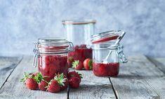 Jordbærsyltetøj med mindre sukker opskrift   Dr. Oetker Vodka, Protein, Strawberry, Food, Marmalade, Meals, Strawberries, Yemek, Eten