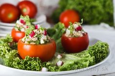 Tuniakovo-vajíčkový šalát v paradajke