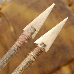 Plains Indian Buckskin Bow Quiver & Arrow Set with Silver Conchos Bow Hunting Deer, Turkey Hunting, Archery Hunting, Antler Crafts, Bow Quiver, Homemade Weapons, Primitive Survival, Archery Bows, Plains Indians