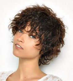 Idea de peinado para pelo corto ondulado