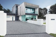 Zinc House - This modern two-storey single family residence designed in 2011 by OB Architecture for a client with impaired mobility is situated in Milford on Sea, United Kingdom. Luxury Homes Exterior, Luxury Modern Homes, Dream House Exterior, Exterior Design, Modern Architecture House, Modern House Design, Interior Architecture, Property Design, Mansions Homes