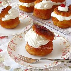 Nice Romanian Savarin Cake recipe in Romanian The post Romanian Savarin Cake recipe in Romanian… appeared first on Amas Recipes . Romanian Desserts, Romanian Food, Romanian Recipes, Köstliche Desserts, Delicious Desserts, Yummy Food, Sweet Recipes, Cake Recipes, Dessert Recipes