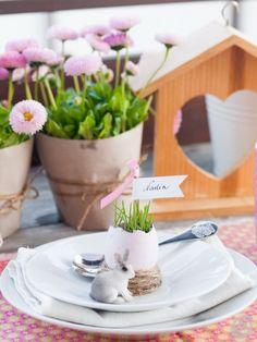 Racconti per immagini :: La tavola pasquale in rosa: Easter Egg Table Decor/PlaceCards USE GOOGLE TRANSLATE,