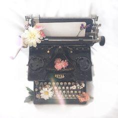 hp, mythology and aesthetic. Crystal Reed, White Aesthetic, Aesthetic Photo, Slytherin, Magic Places, Retro Typewriter, Theme Tunes, Princess Aesthetic, Photographs Of People